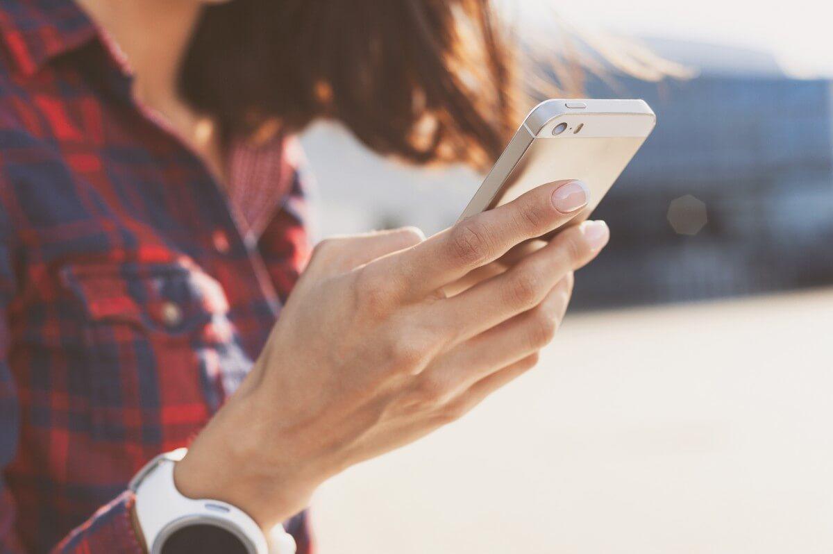 smartphone women