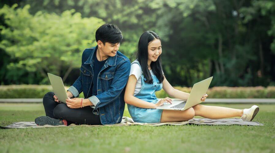 Couple Philippines Laptop
