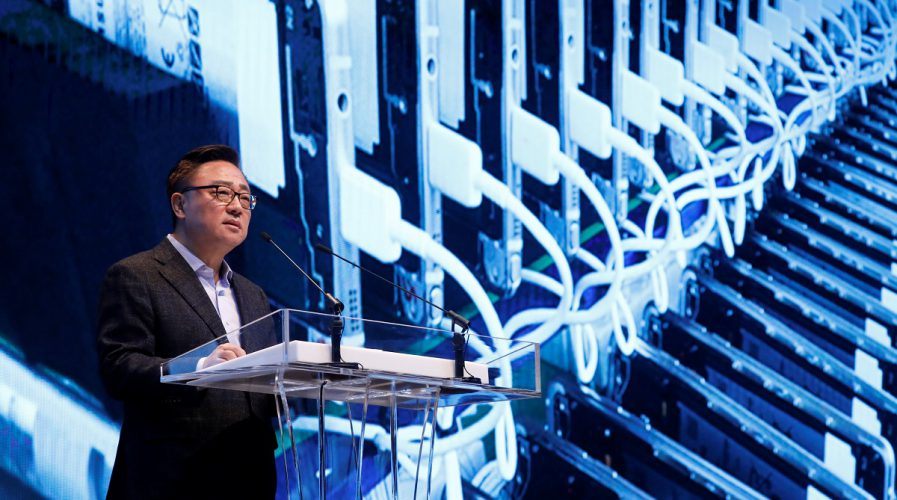 Koh Dong-jin, president of Samsung Electronics' Mobile Communications Business