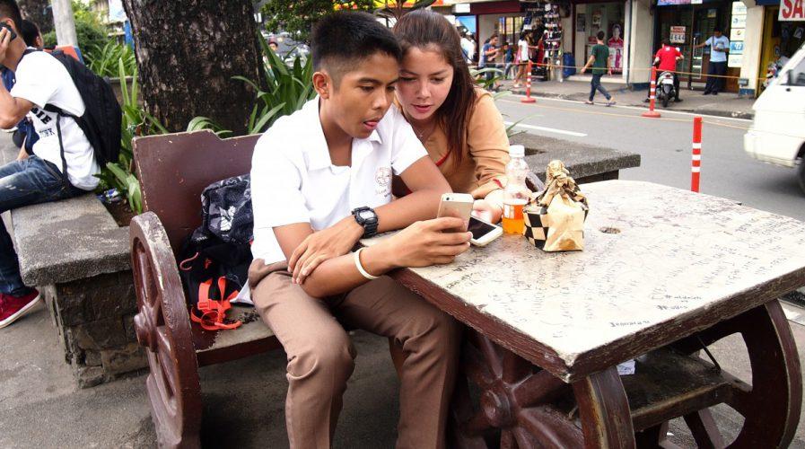 teens on smartphone in Philippines