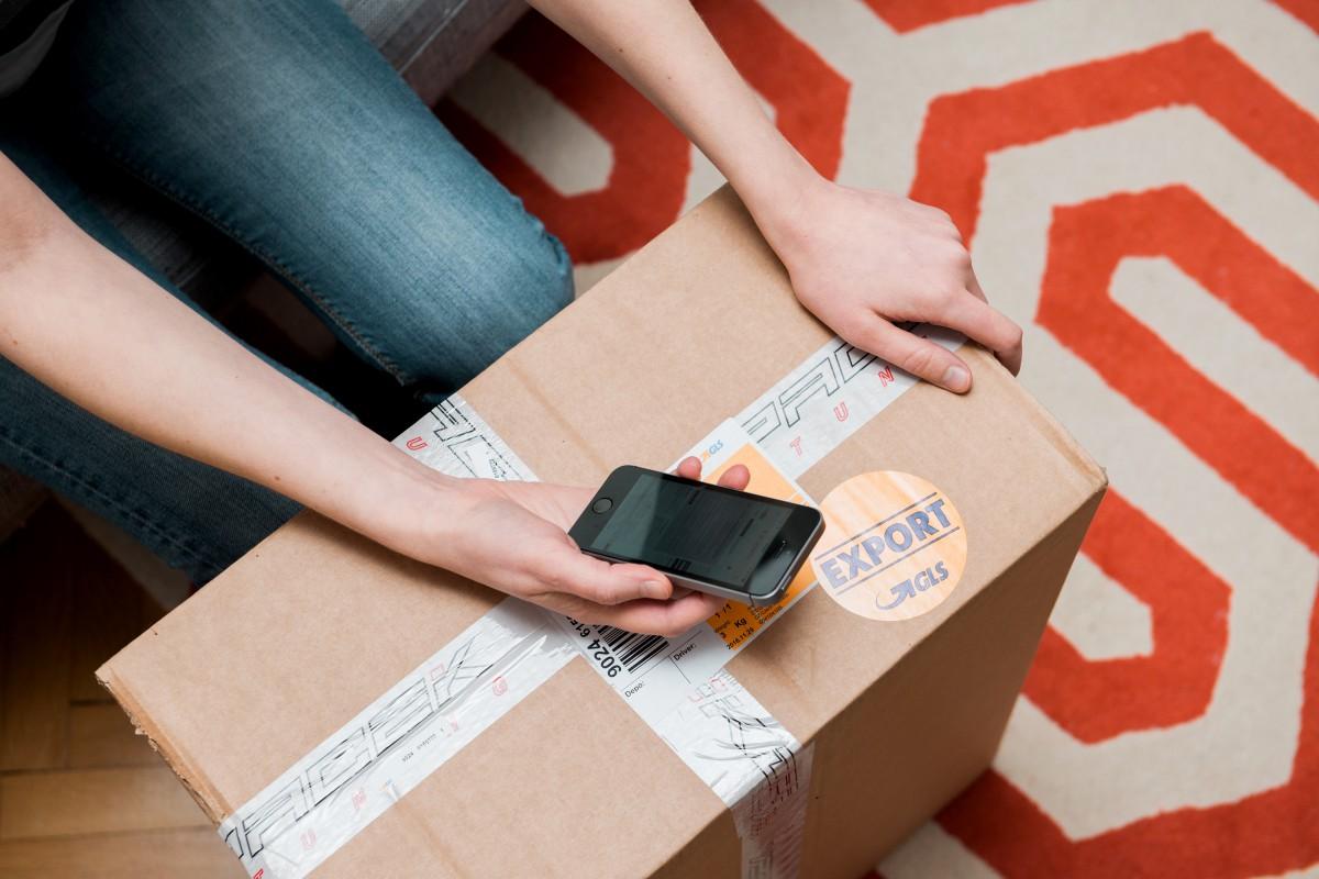 people parcel phone