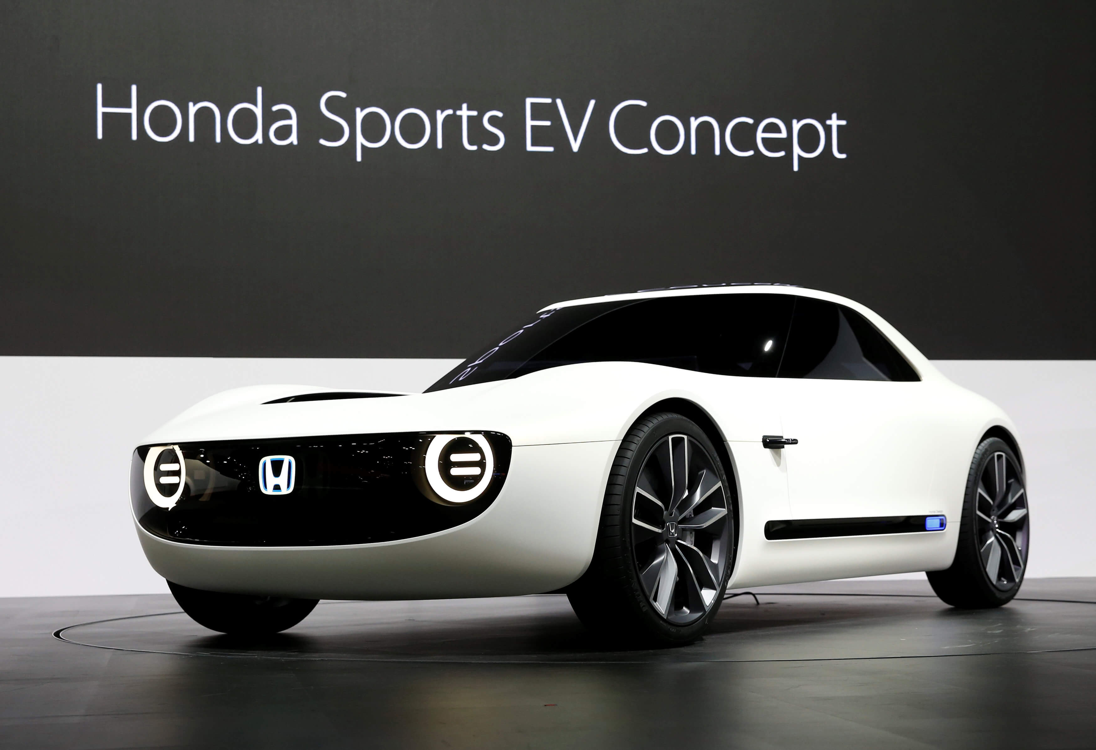Japan caves in to electric cars but aren 39 t giving up on for Future honda cars