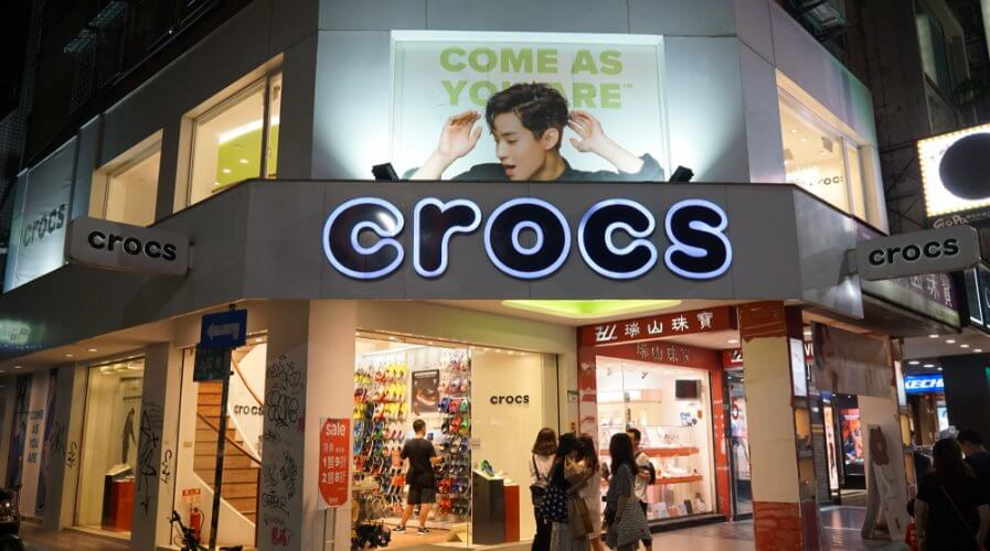 Crocs realizes the value of retail tech. Source: Shutterstock