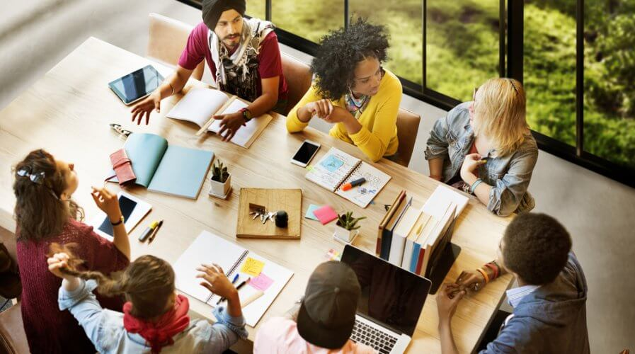 Messaging is where social media teams are headed says Hootsuite CMO. Source: Shutterstock