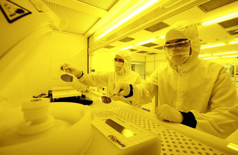 """Engineers making quantum devices in Sydney. Source: AFP PHOTO / Australian National Fabrication Facility"""""""