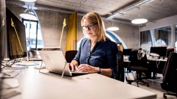 Porsche Digital Lab Director Anja Hende at work. Source: Porsche Newsroom