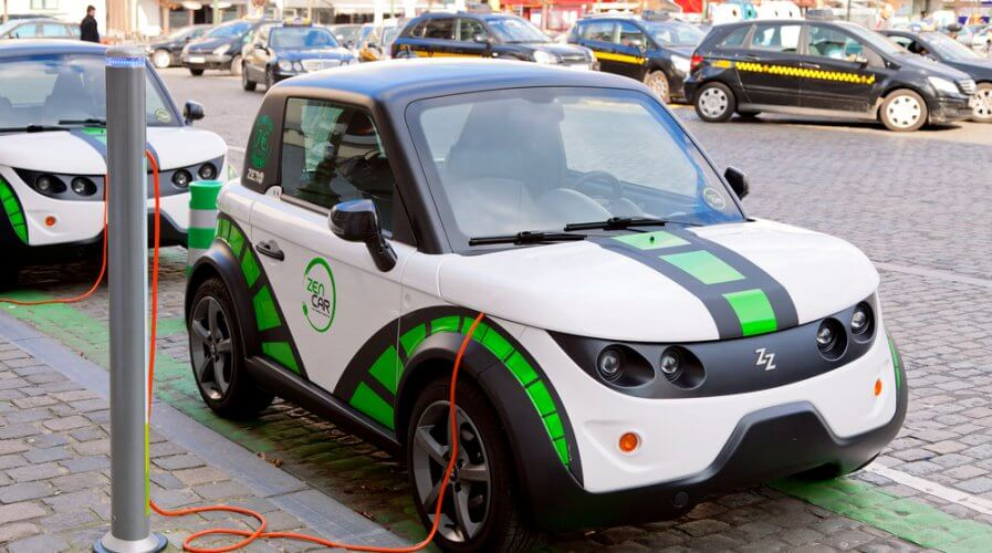 Tomorrow's electric and autonomous cars might use edge computing - but is that a good idea? Source: Shutterstock