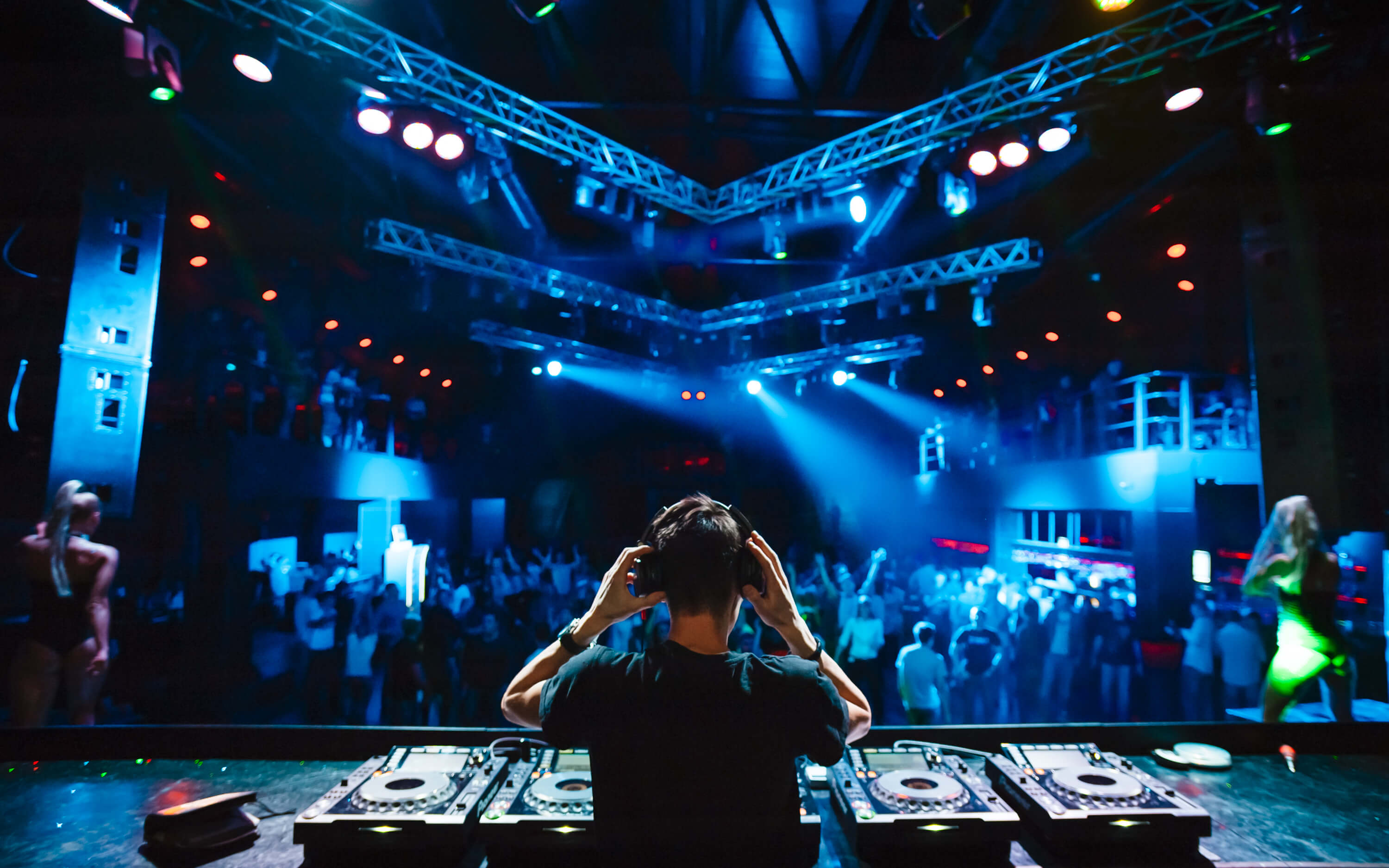 Nightclubs can now be taken to the virtual space. Source: Shutterstock.