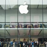 Customers flocking to an Apple store after it reopened in Hangzhou. Source: AFP.