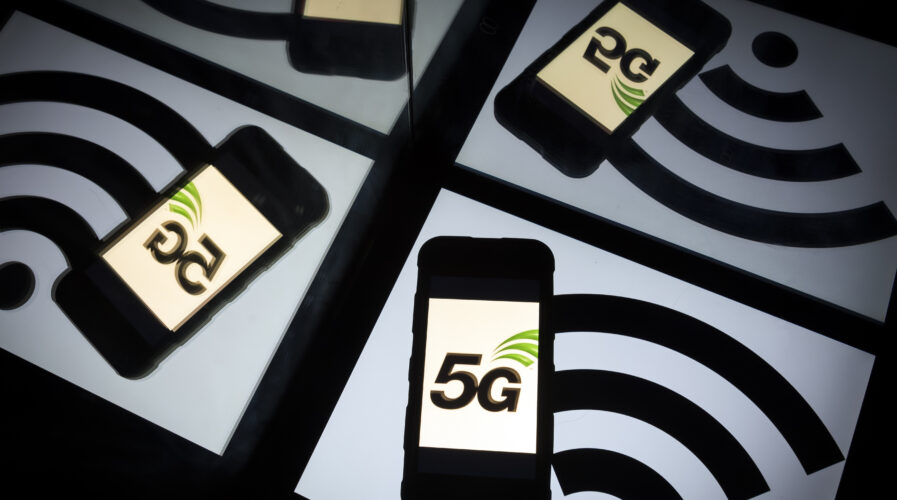 What does India lack to hit a 5G rollout?