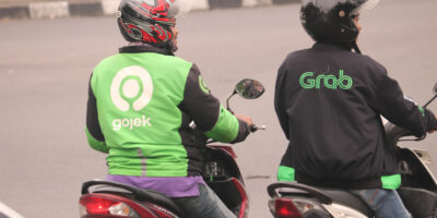 Months after merger talks stalled between two of Southeast Asia's ride-hailing companies, Gojek and Grab Holdings have resumed negotiations.