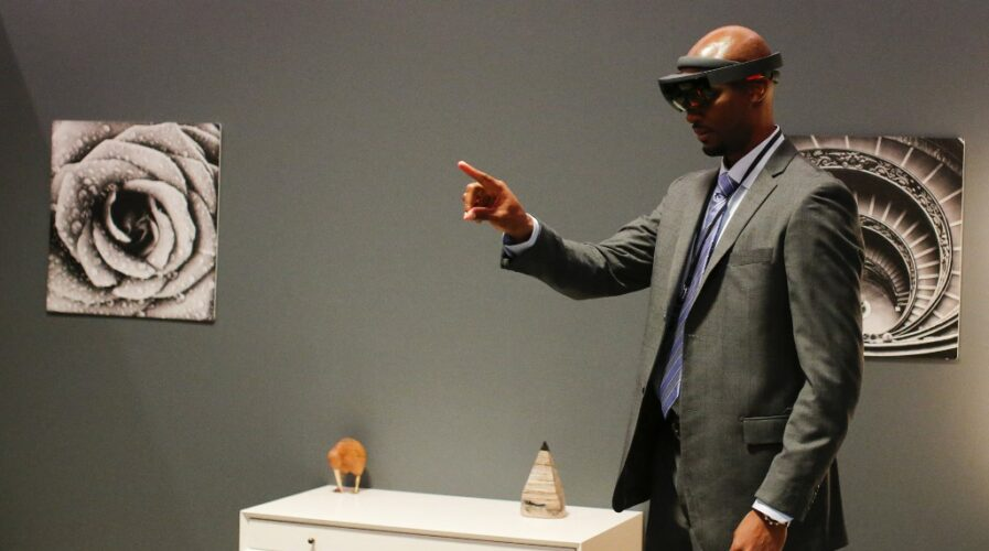 Event attendees experience mixed reality using Microsoft HoloLens