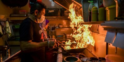 A man cooks a dish in a Kuala Lumpur restaurant -- Easy Eat aims to transform restaurants into 'tech companies' with their disruptive digitization options. (Photo by Mohd RASFAN / AFP)