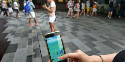VoNR can support AR needs, such as those used in games such as Pokemon Go by developer Niantic. Niantic is developing a new AR-based social game that will draw on the power of 5G communications. (Photo by ROSLAN RAHMAN / AFP)