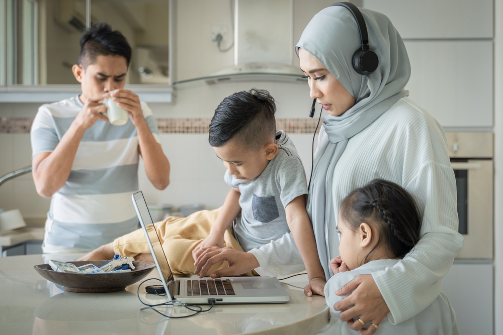 A common sight in Malaysia, mothers often have to grapple with juggling her children while also working as most workers are forced to work from home amidst strict lockdowns.