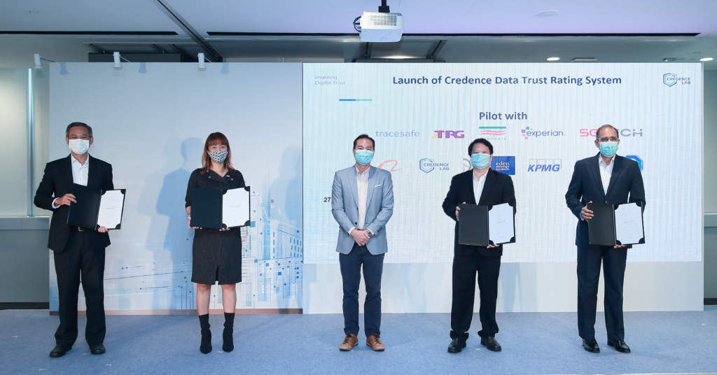 Commemorating the MOU for the pilot of the Credence Data Trust Rating System (DTRS) at its launch were (L-R) Mr Philip Heah, CEO of Credence Lab, Ms Yean Cheong, Executive Director of SGTech, Guest of Honour Mr Tan Kiat How, Minister of State, Ministry of Communications and Information and Ministry of National Development , Mr Benjamin Tan, Chief Technology Officer of TPG Telecom and Mr Satya Ramamurthy, Partner and Head of Infrastructure, Government and Healthcare of KPMG Singapore.